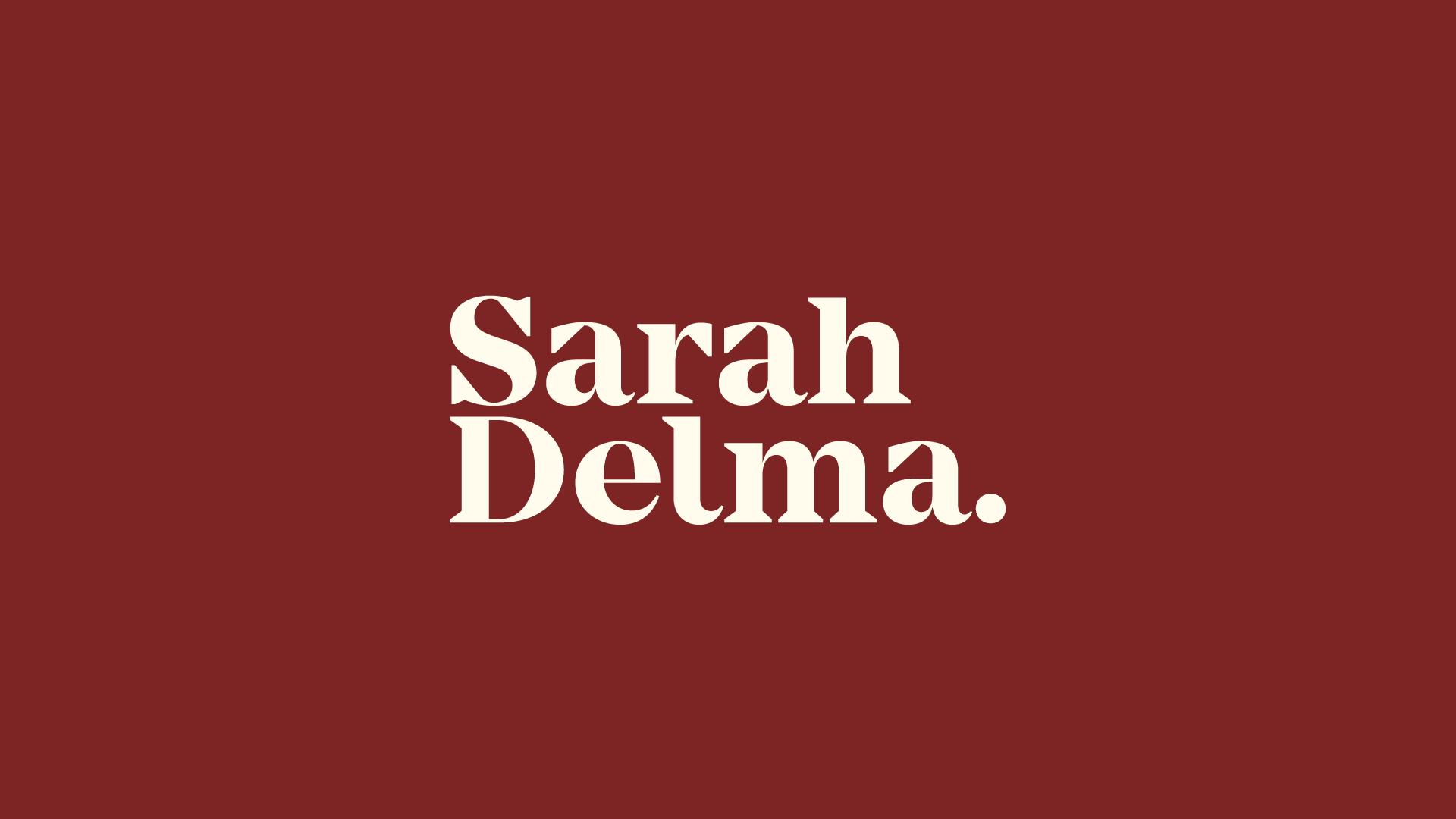sarahdelma_logotipo2_fundovermelho.png