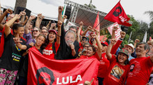 """Lula é solto e fala a apoiadores: """"Vocês eram o alimento da democracia que eu precisava para resisti"""