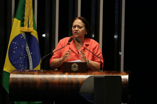 Juíza abre a cela de Lula para senadores, Fátima Bezerra está inclusa na comitiva
