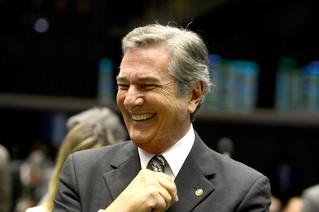 Collor 'ressurge das cinzas' e anuncia pré-candidatura à Presidência do Brasil