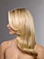 ブロンド髪のモデル