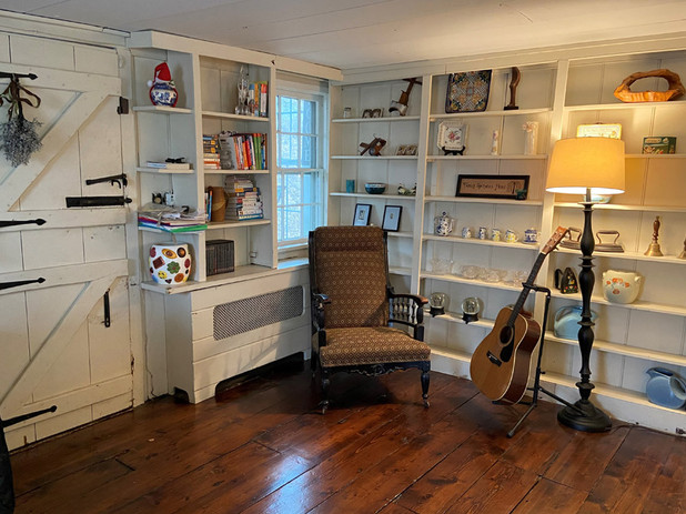 6 Living Room.jpg