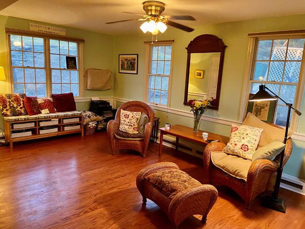 11 Family Room.jpg