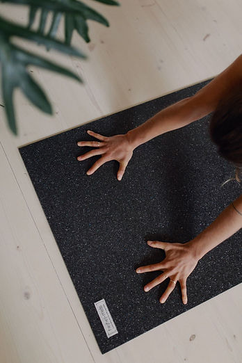 a slip-resistent yoga mat.jpg