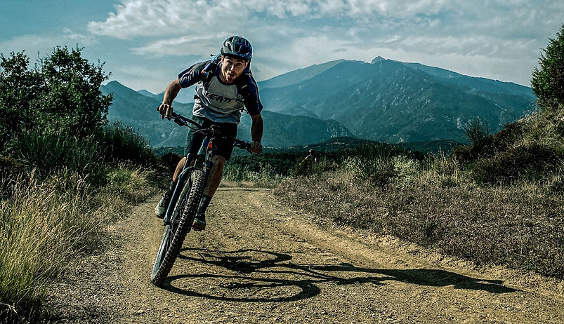 Mountainbiken%201_edited.jpg