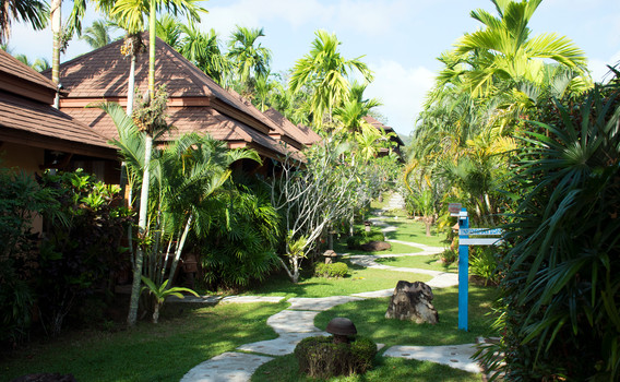 Garden & Villa 4.JPG
