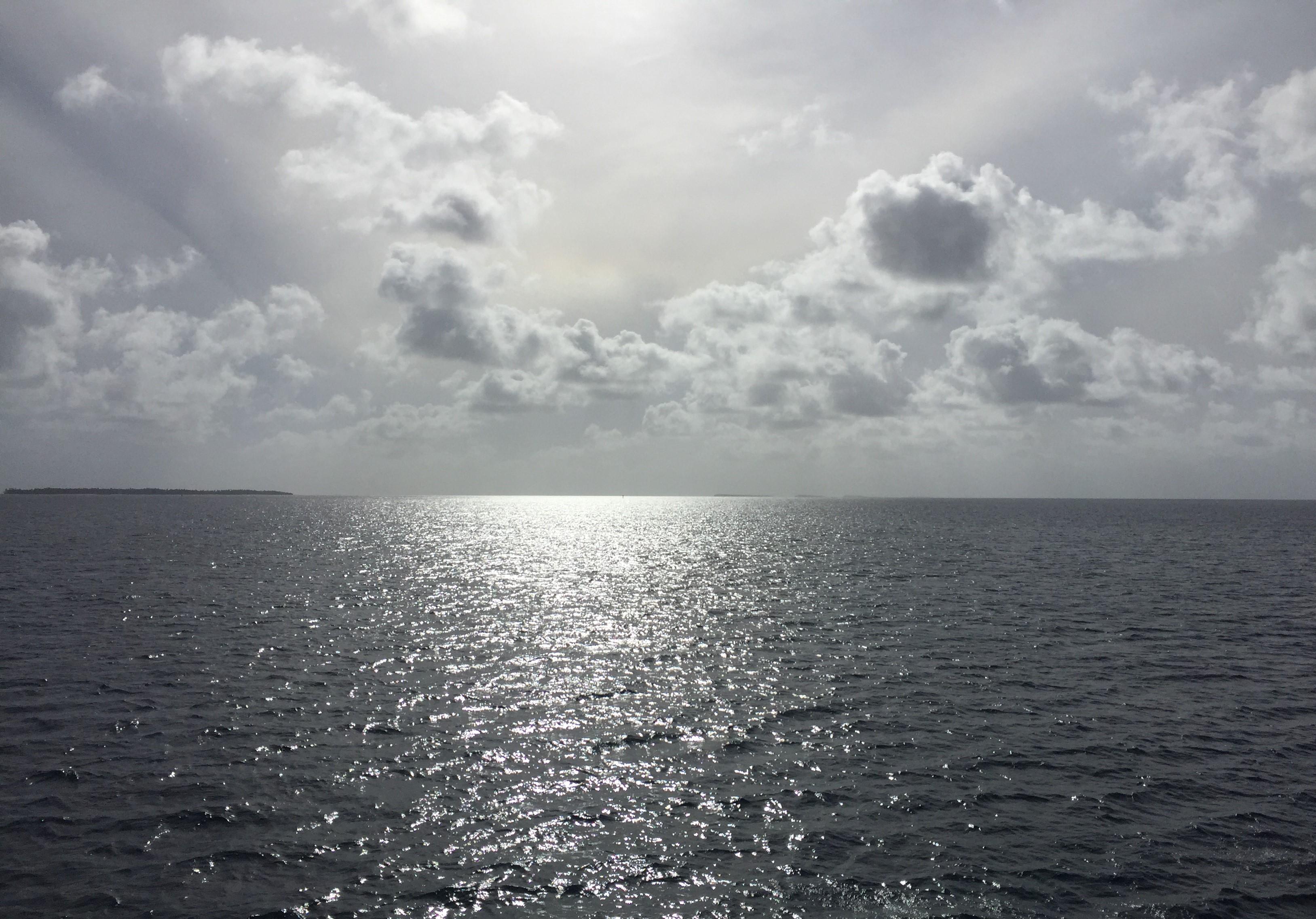 Kwaj B&W water sky LS