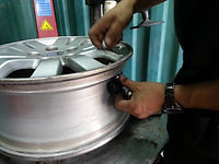 栢朗膠輪|輪胎零售|救車|補呔|電池