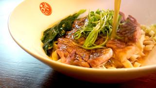 【廚人嚴選!】品川蘭牛肉麵 CNN推薦『牛排 x 牛肉麵 』一次滿足!(台北東區/明曜百貨/美食推薦)