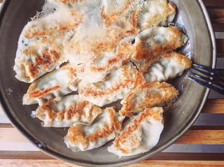 3步驟把冷凍水餃變成『薄脆黃金煎餃』