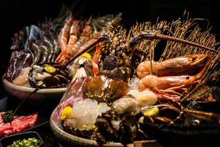 【廚人嚴選!】台北信義區@囍聚。台北海鮮火鍋代名詞 - 必吃七彩龍蝦(國父紀念館)