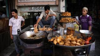 聽著Coldplay一起體驗印度5種迷人的街頭小吃吧!