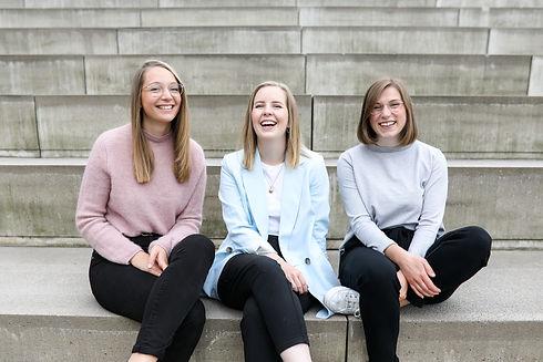 Auf dem Bild sind Clare, Katrin und Christina zu sehen.
