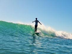 今日の一番のおすすめポイントでサーフィン