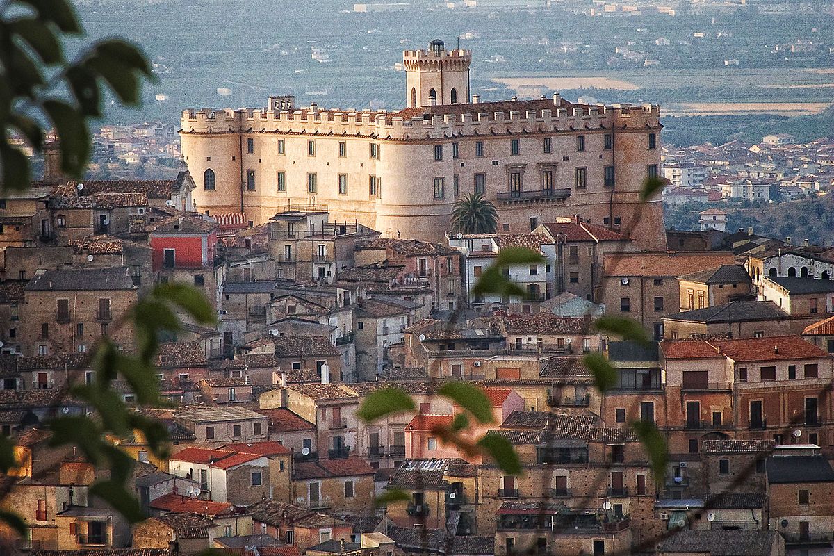 Il_castello_tra_le_case