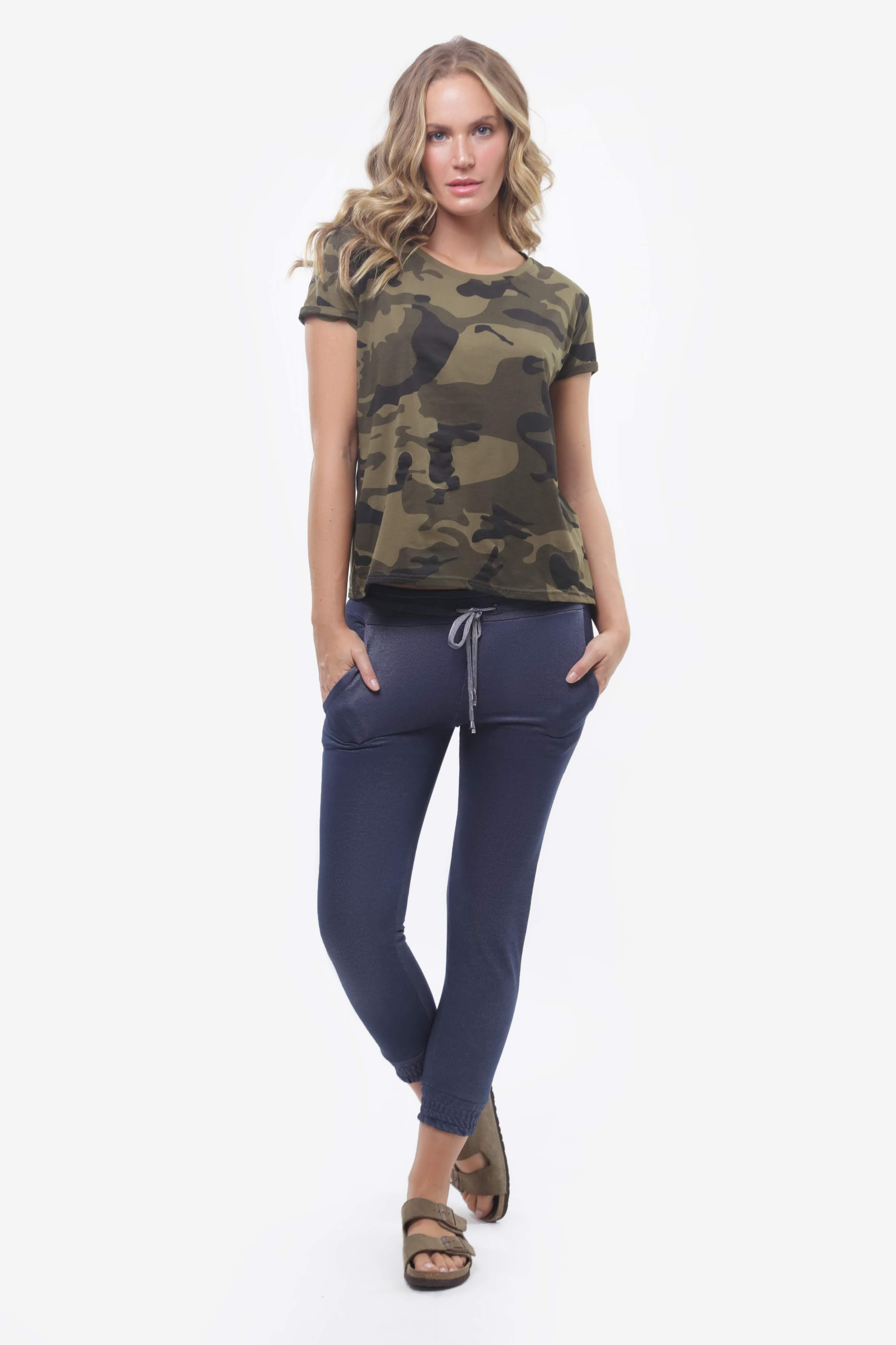 Tshirt Camuflada e Jogger Jeans
