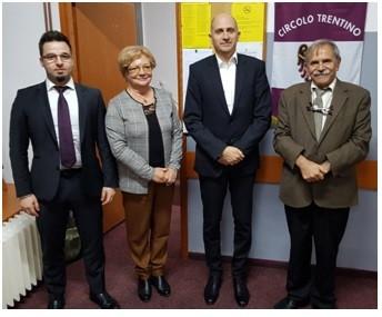 Pósa Kristián nagykövet úr munkatársaival meglátogatta a Magyar Szó egyesületet / Gospodin ambasador