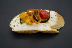 Schafskäse mit gebratenem Gemüse