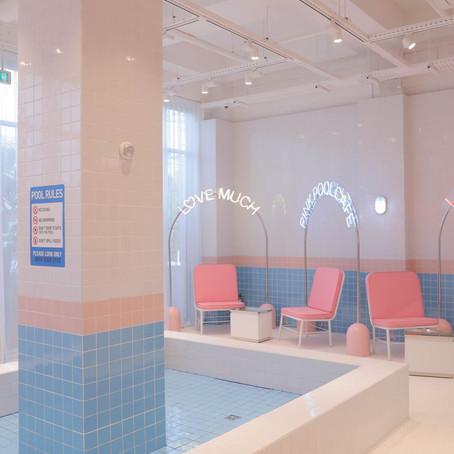 El café-piscina de Seúl, un espectáculo para los sentidos.