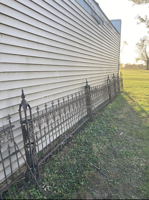 150 ' of antique iron fencing in 16 sections