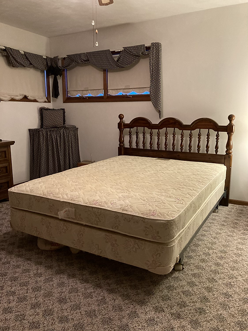 Dixie Furniture Co. Queen Size bed