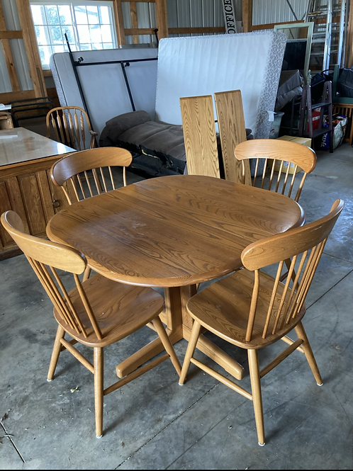 Modern solid oak dinette , 4 chairs & 2 leaves