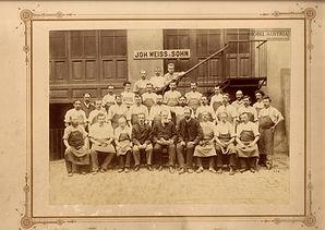 Weiss Foto Belegschaft 1890er HA.jpg