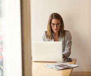 adult-businesswoman-connection-1251828_e