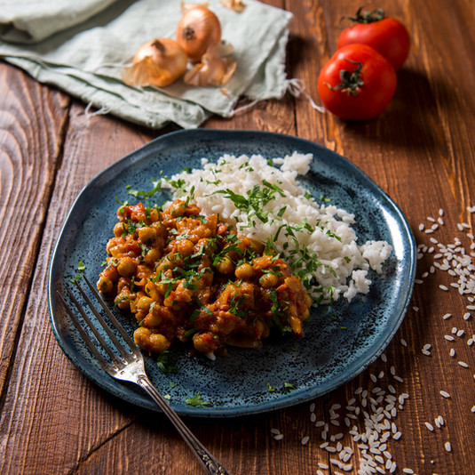 Höstig kikärtsgryta med jordnötssmör och curry