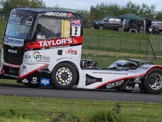 FOUR TAKE VICTORIES AS SMITH TAKES THE LEAD AT PEMBREY