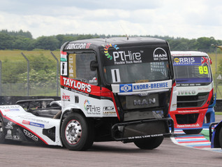 FOUR TAKE VICTORIES AS SMITH RETAINS HIS LEAD AT THRUXTON
