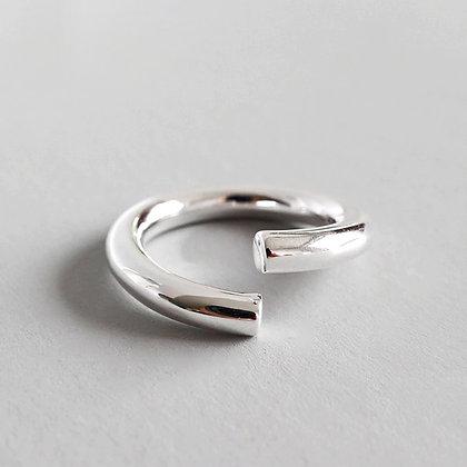 Minimalist - Curve Ring