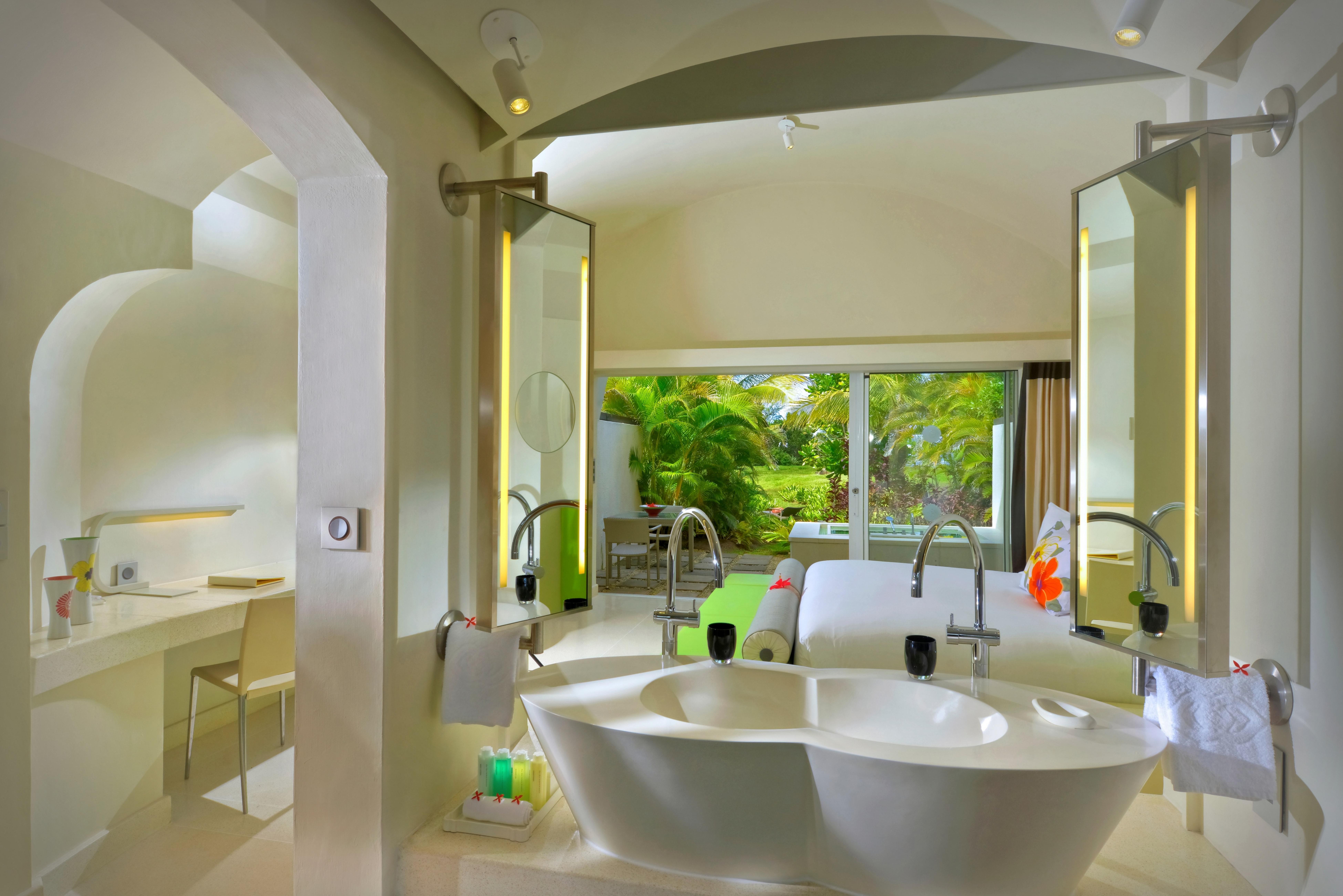 14_Sofitel-So-Mauritius-Bathroom-Lushury-room-Beach-Villa