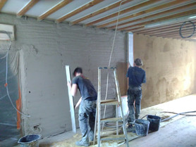 Muren met muurverwarming bezoekerscentrum tweede maal geleemd.