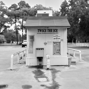 Ice vending machine, Boone's Corner, LA