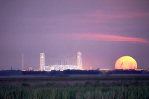 Ellender bridge moonset