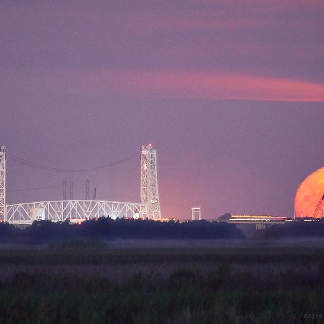 Moonset at Ellender Bridge