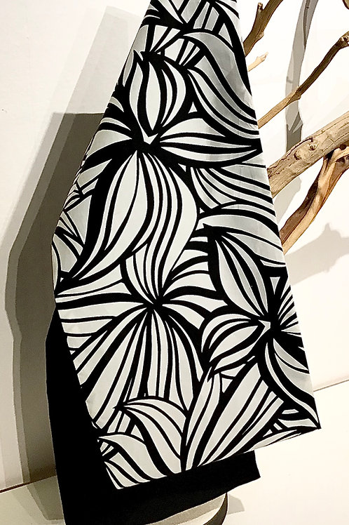 B/W Floral Print Head Wrap