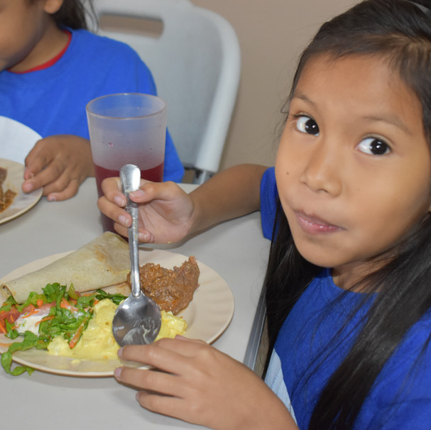 Student in Crucitas eats her lunch