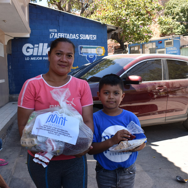 Food bag delivery in Crucitas center during COVID-19 pandemic