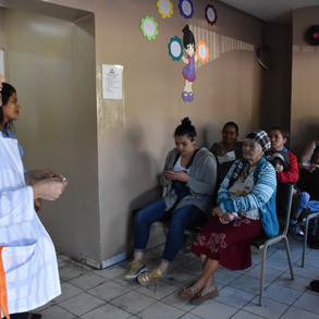 Dr. Espinal treats patients in the Crucitas clinic