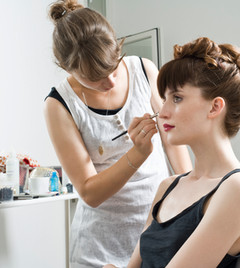 Top 4 Reasons to Hire a Makeup Artist
