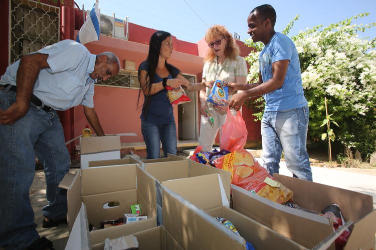 Volunteering Food Packages Be'er Sova