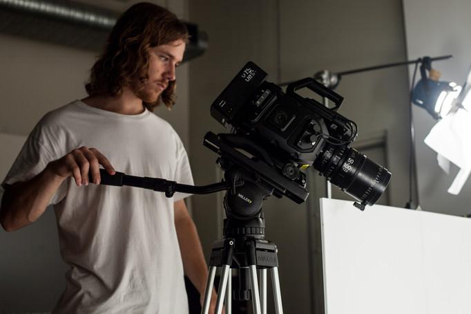 Shooting on set _GlutonousGirl.jpg