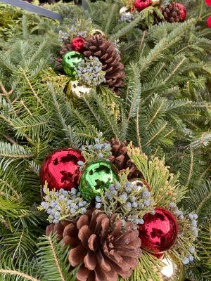 wreath detail.jpg