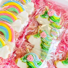 Ranbow and unicorn decorated cookies