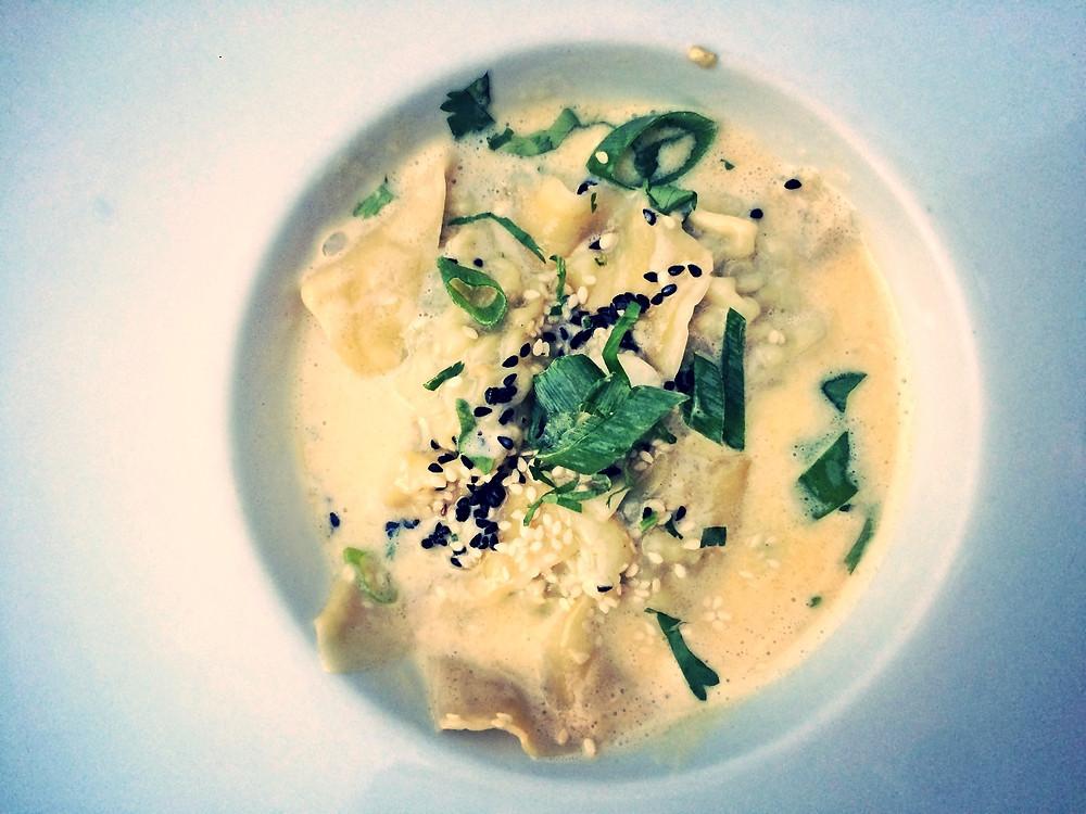 Ravioles de scampis et coriandre au curry vert