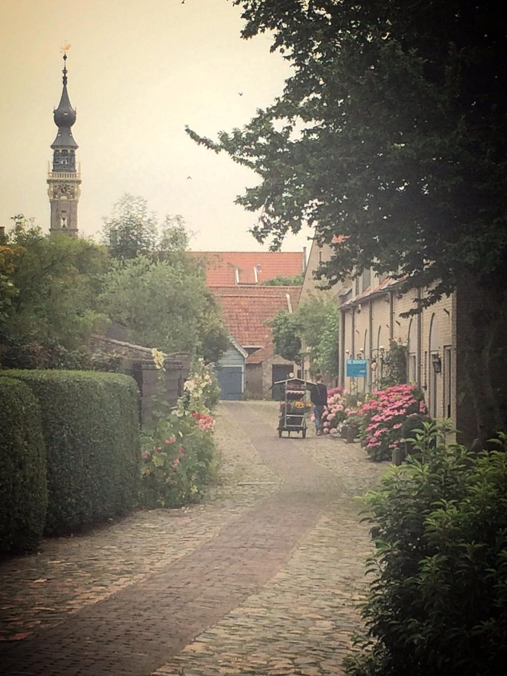 Rue de Veere et vue sur le Beffroi