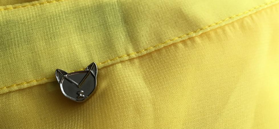 Placa metálica para blusas