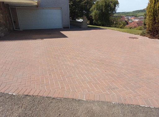 Driveway cleaned Caireyhill